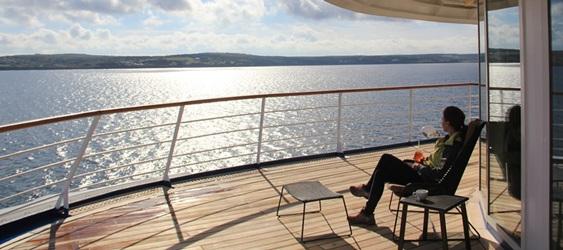Kreuzfahrten Kreuzfahrtschiff, Entspannung beim Blick auf das Meer